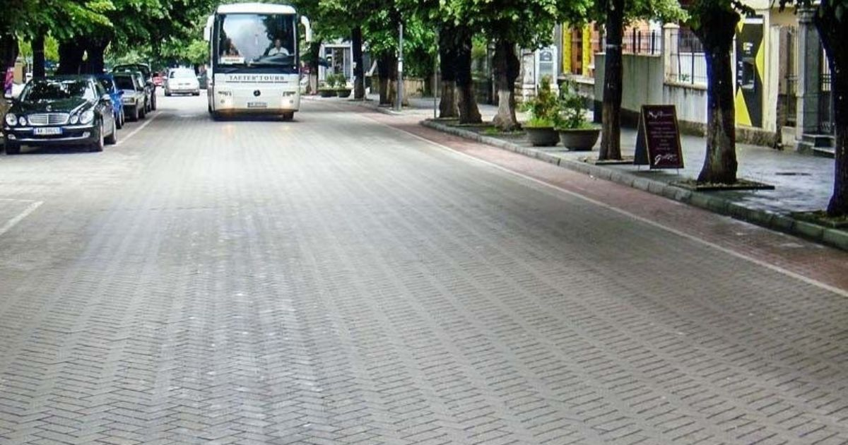 Strada Futura, pavimentazione con masselli autobloccanti al posto dell'asfalto