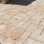 Pavimenti antichizzati a Maruggio: così una villa diventa esclusiva